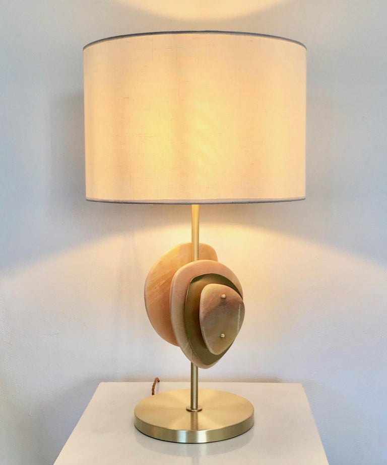 Cosulich interiors in collaboration with Atelier Terrai: Italian contemporary honey onyx and satin brass table lamp called Satellite, entirely handcrafted in Italy. This organic modern design is inspired by nature, earth and water, with a