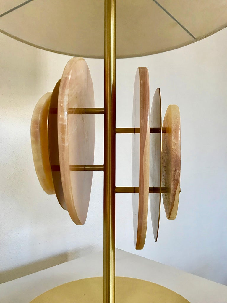 Bespoke Italian Organic Modern Amber Onyx Satin Brass Satellite Table Lamp In New Condition For Sale In New York, NY