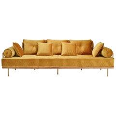 Maßgeschneidertes Sofa mit Messing und recyceltem Hartholzrahmen von P. Tendercool, auf Lager