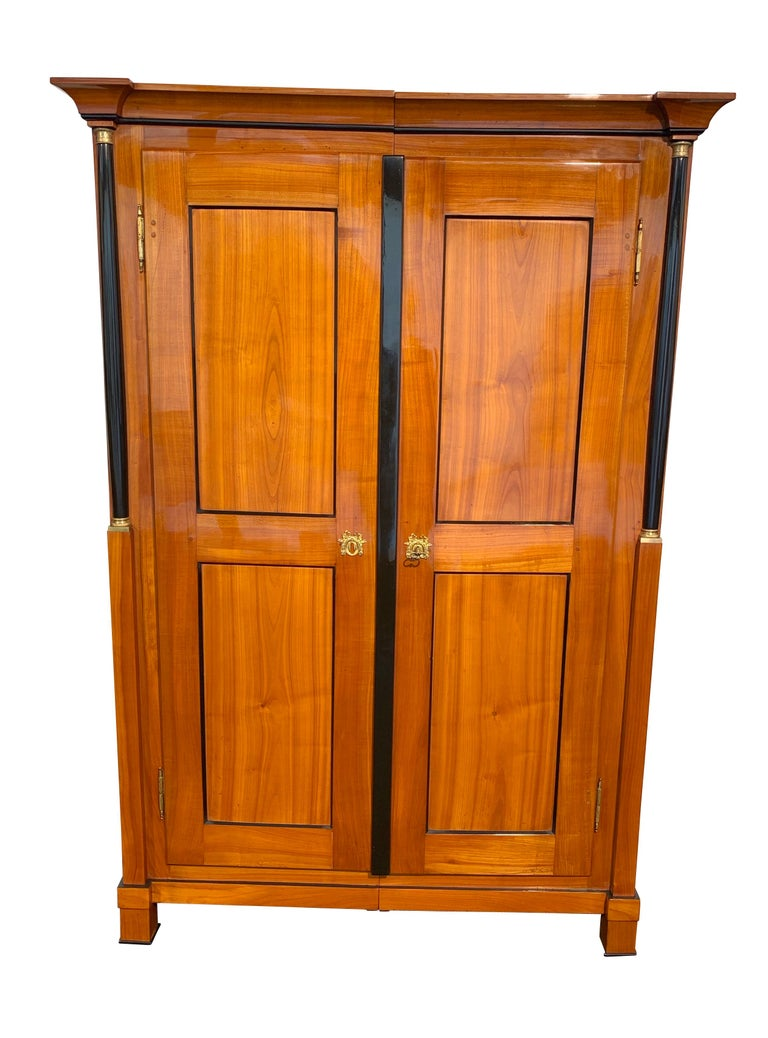 Classicist, early Biedermeier armoire from South Germany, circa 1820.