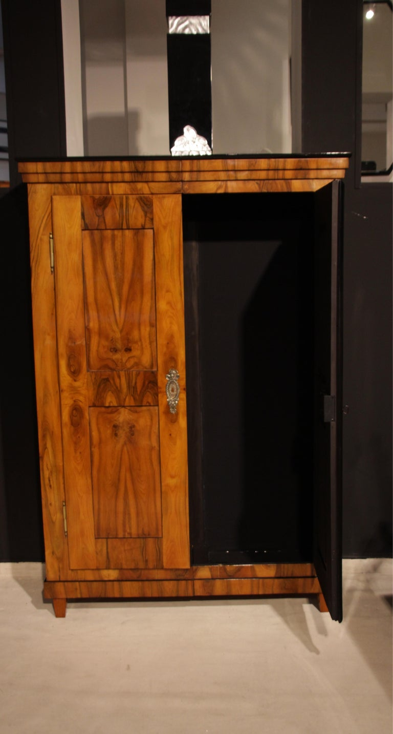 Biedermeier Armoire, Walnut Veneer, South Germany, circa 1820 For Sale 5