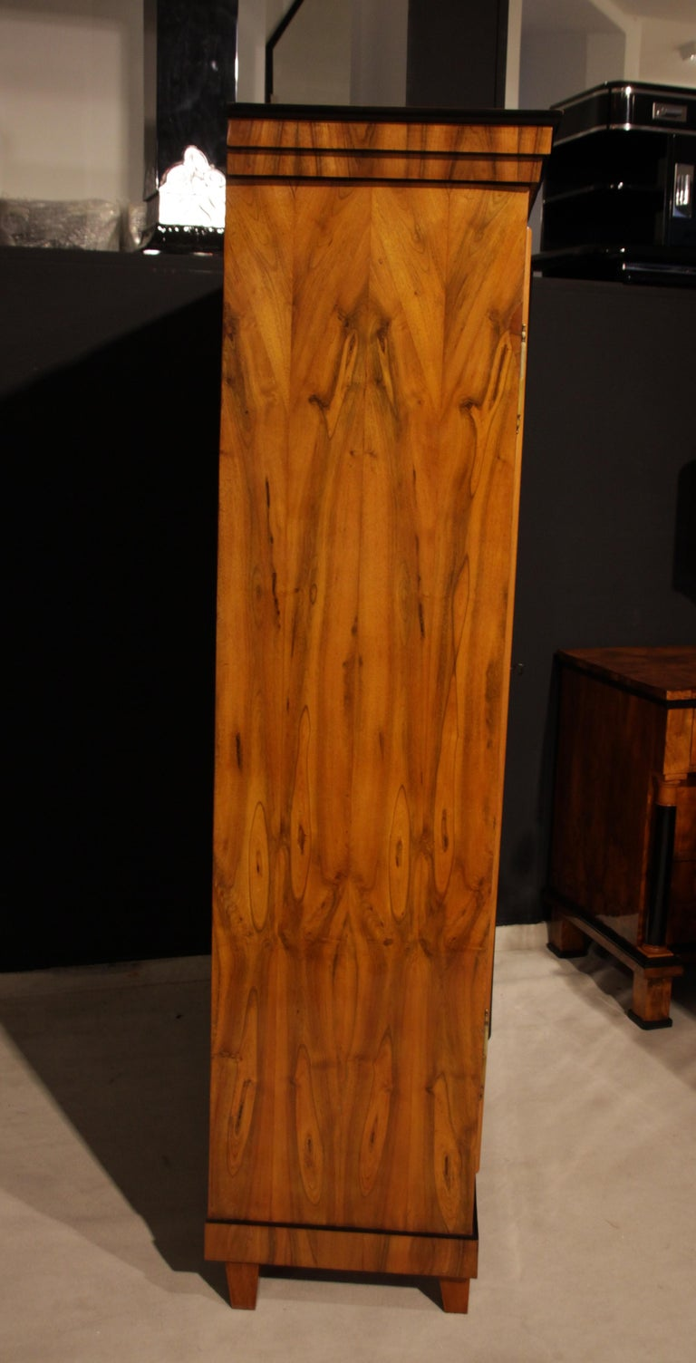 Biedermeier Armoire, Walnut Veneer, South Germany, circa 1820 For Sale 6