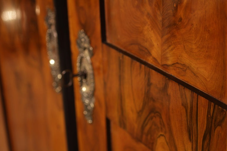 Biedermeier Armoire, Walnut Veneer, South Germany, circa 1820 In Good Condition For Sale In Regensburg, DE