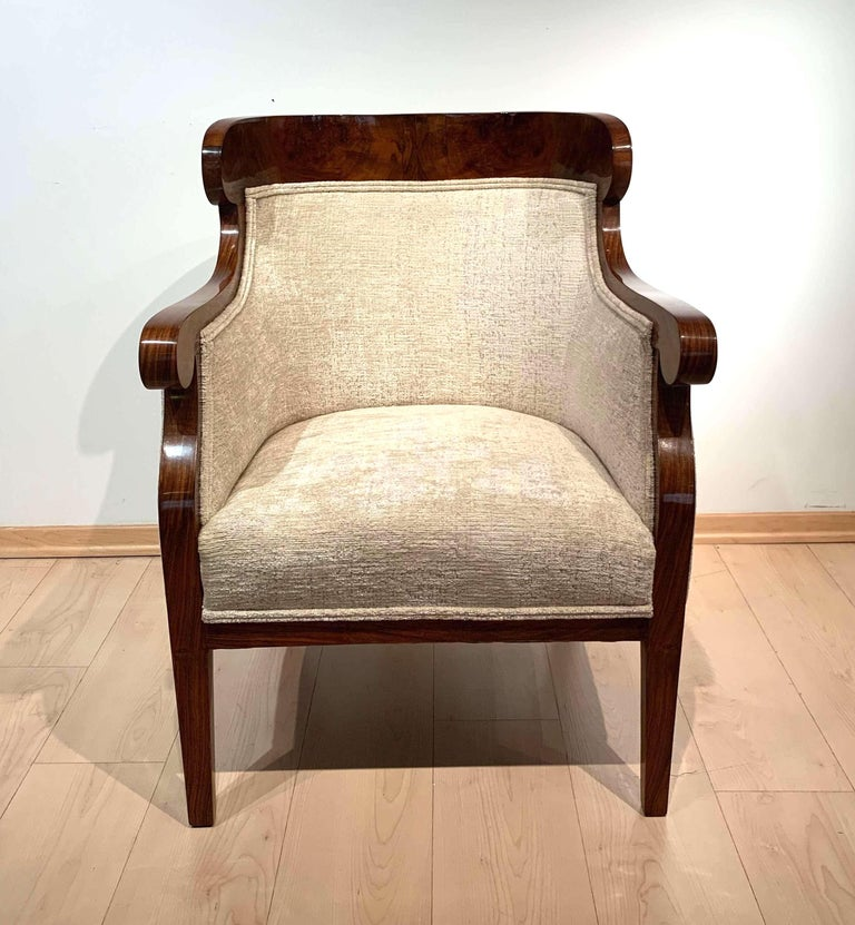 Biedermeier Bergère Chairs, Walnut Veneer, Crème Velvet, Austria, circa 1825 In Excellent Condition In Regensburg, DE