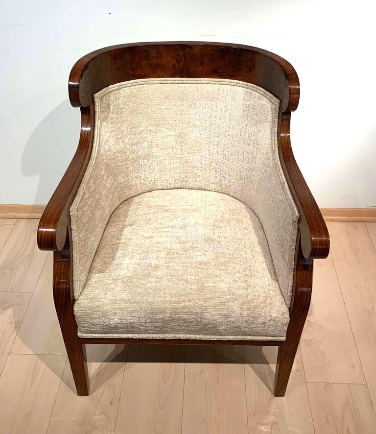 Early 19th Century Biedermeier Bergère Chairs, Walnut Veneer, Crème Velvet, Austria, circa 1825