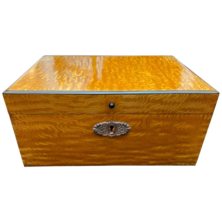 Biedermeier Box, Flowering Ash, Austria/Vienna, circa 1820 For Sale