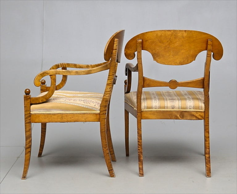 Biedermeier Carver Chairs Late 1800s Swedish Antique Quilted Golden Birch In Good Condition For Sale In LONDON, GB
