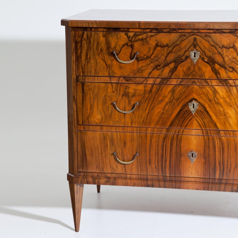 Biedermeier Chest of Drawers, circa 1830 In Good Condition For Sale In Greding, DE