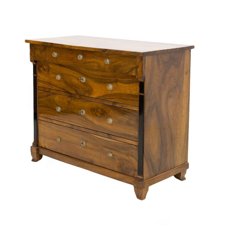 Biedermeier style chest of drawers from the beginning of the 19th century. This piece of furniture comes from France. It was made of solid walnut wood. Finished with shellac polish, applied manually with a high gloss tampon with blurred pores, which
