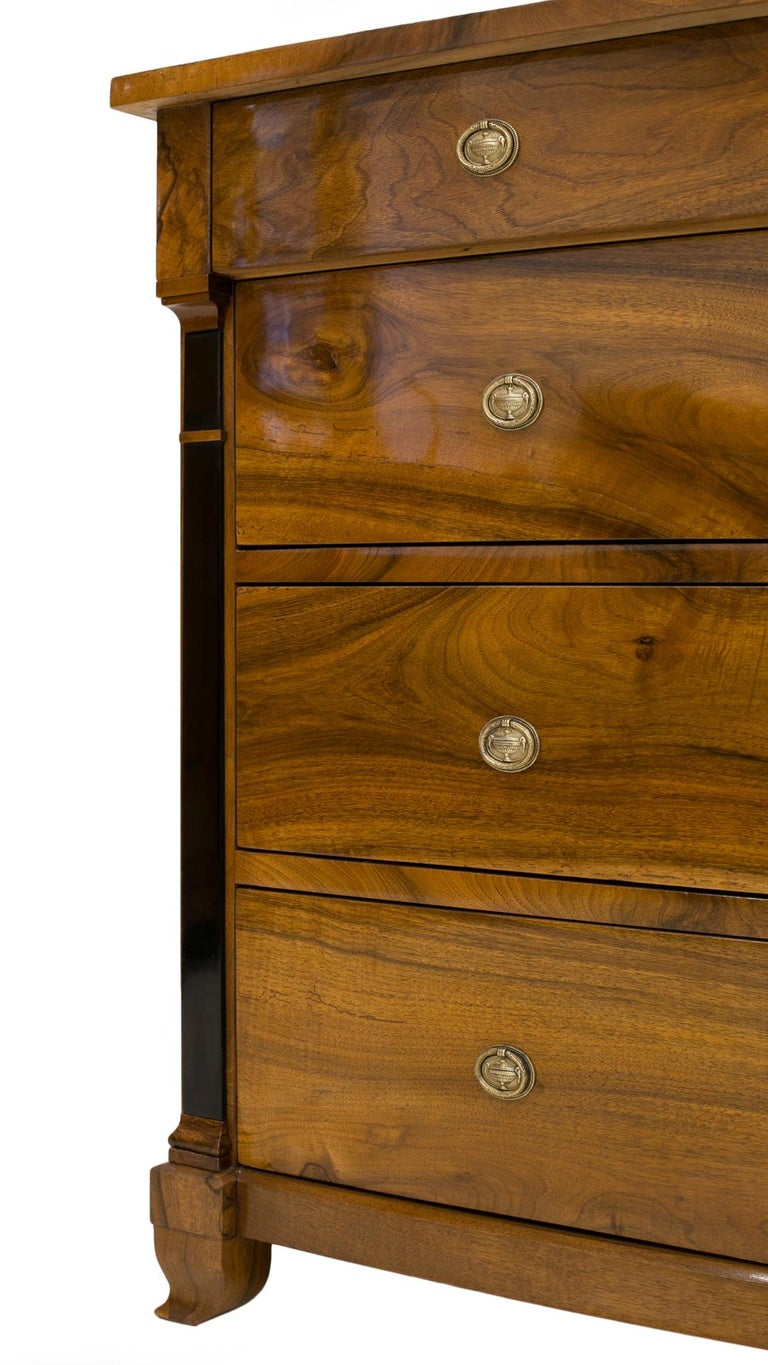 Biedermeier Chest of Drawers in Walnut Wood, France, 19th Century For Sale 4