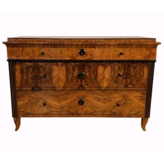 Biedermeier Commode, Walnut and Ash Burl Veneer, Austria, circa 1820