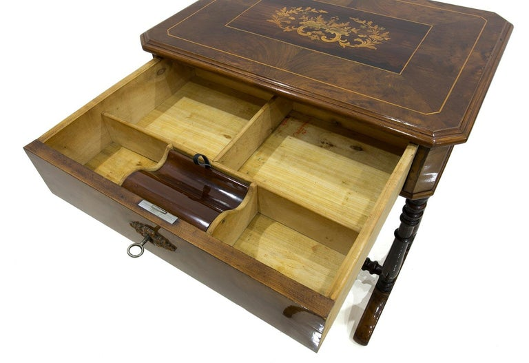 Biedermeier Decorative Thread Table with Marquetry Details, France, circa 1820 For Sale 1