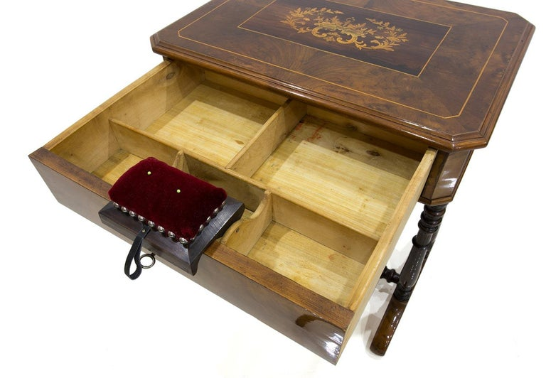 Biedermeier Decorative Thread Table with Marquetry Details, France, circa 1820 For Sale 2