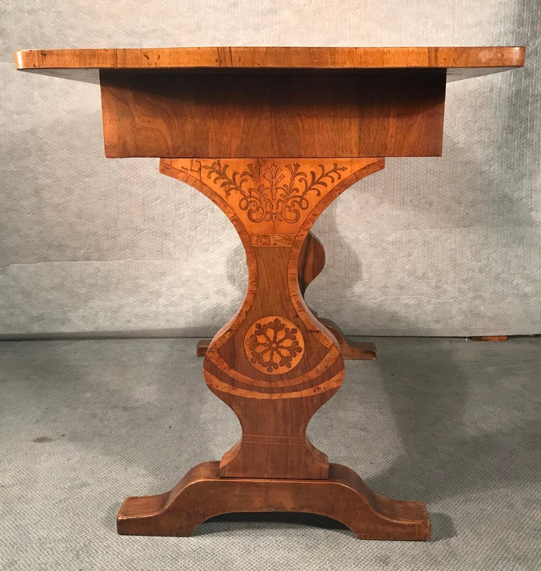 Biedermeier desk, Vienna 1820-1825, walnut with maple Marquetry. The top and the end panels with beautiful flower and vine decor. The table is in good original condition. If required it can be refinished and French polished in our workshop. It
