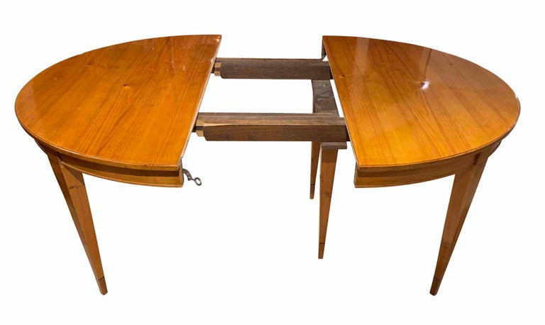 Biedermeier Expandable Table, Cherrywood, Southwest Germany, 19th Century For Sale 4