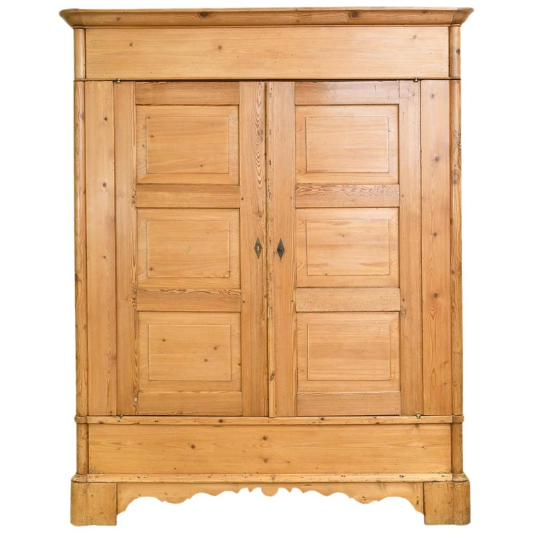 Biedermeier Inspired Scrubbed Pine Armoire from Northern Germany, circa 1820 For Sale
