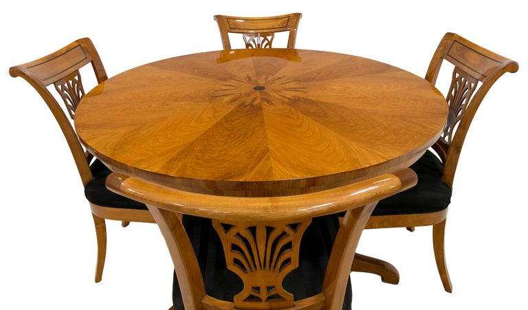 Biedermeier Round Table in Cherrywood Veneer, Germany, 19th Century In Good Condition For Sale In Wrocław, Poland