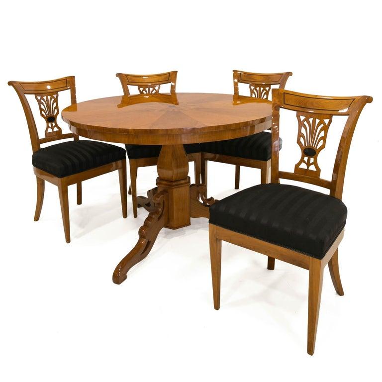 Biedermeier Round Table in Cherrywood Veneer, Germany, 19th Century For Sale 1