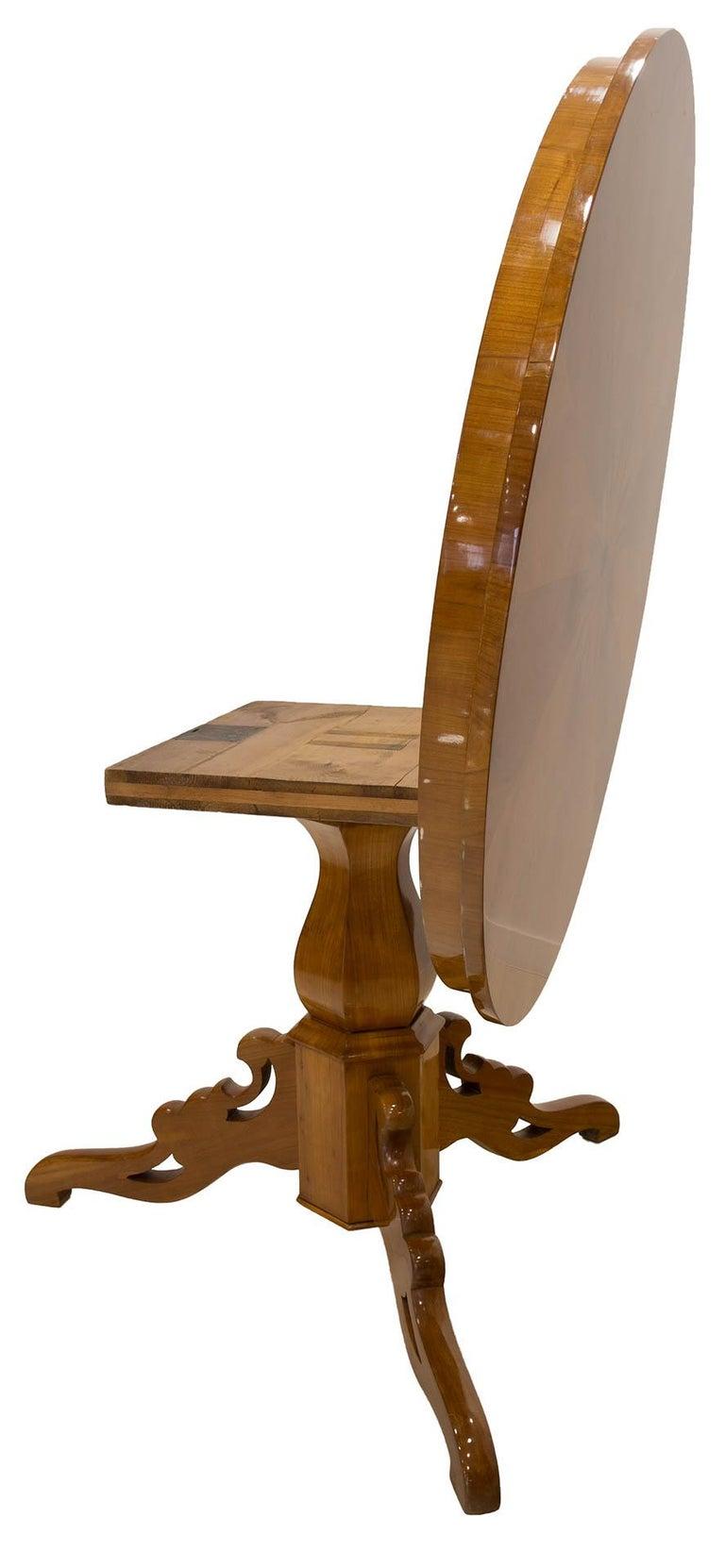 Biedermeier Round Table in Cherrywood Veneer, Germany, 19th Century For Sale 4
