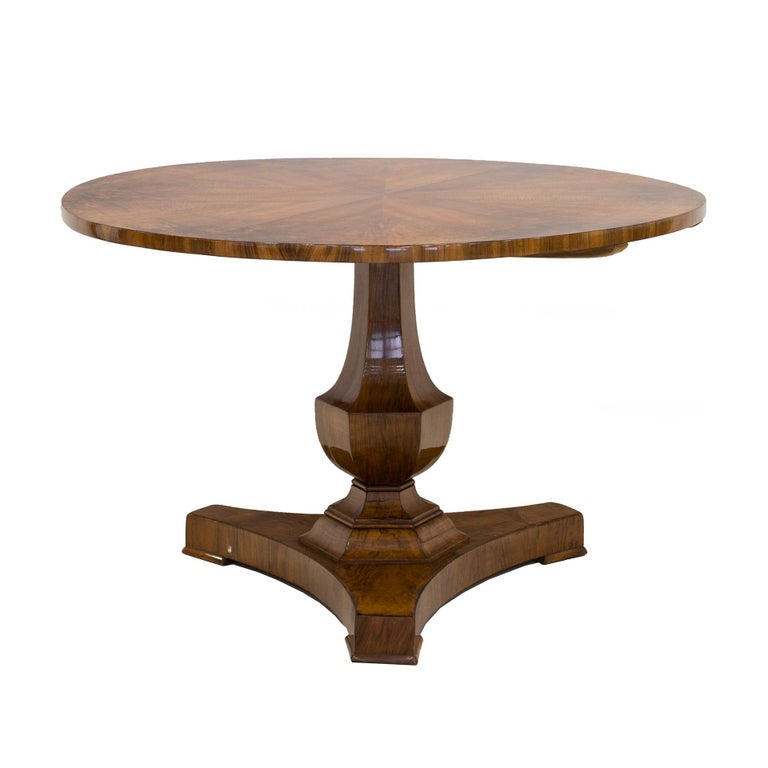 Varnished Biedermeier Round Table in Walnut Wood, Germany, Early 19th Century