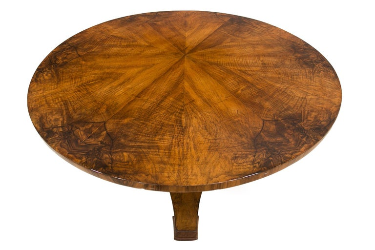 Biedermeier Round Table in Walnut Wood, Germany, Early 19th Century In Excellent Condition In Wrocław, Poland