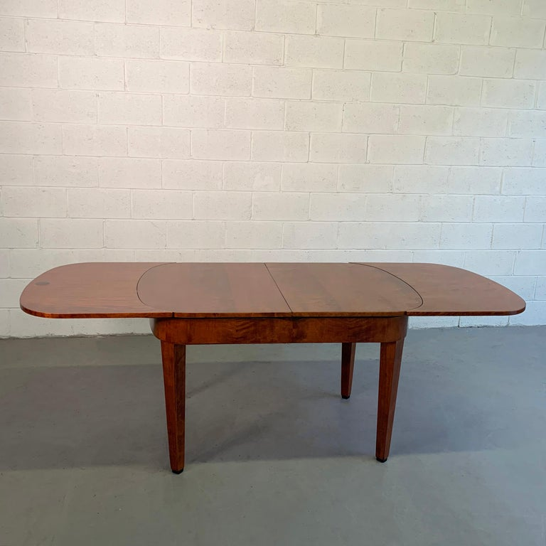 Biedermeier Satinwood Expanding Dining Table by Ruscheweyh Tisch In Good Condition For Sale In Brooklyn, NY