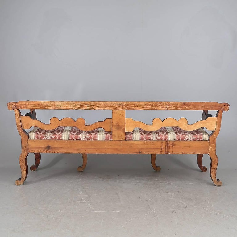 Biedermeier Settle Sofa Quilted Golden Birch Swedish, 19th Century Couch Settle In Good Condition For Sale In LONDON, GB