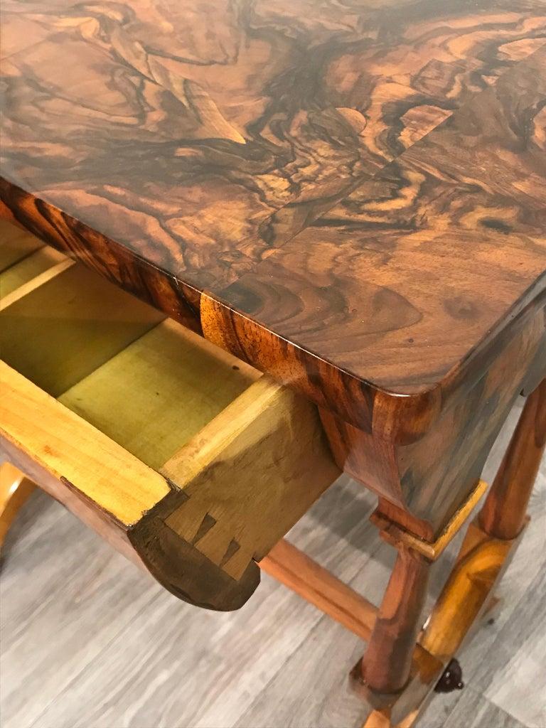 Biedermeier Sewing Table, Austria 1820, Walnut In Good Condition In Belmont, MA
