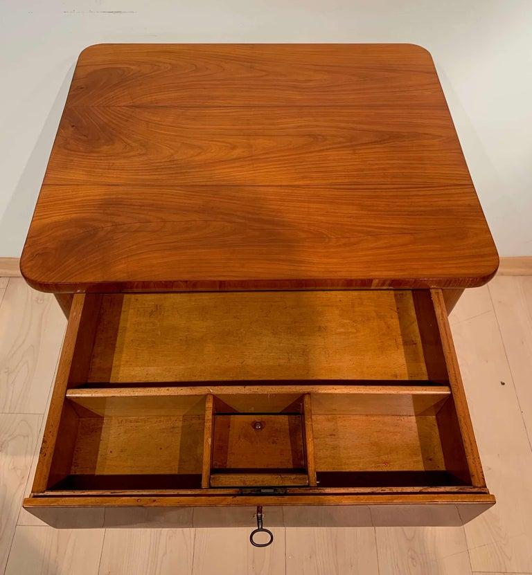 Biedermeier Sewing Table, Cherry Veneer, Austria, circa 1825-1830 In Good Condition For Sale In Regensburg, DE