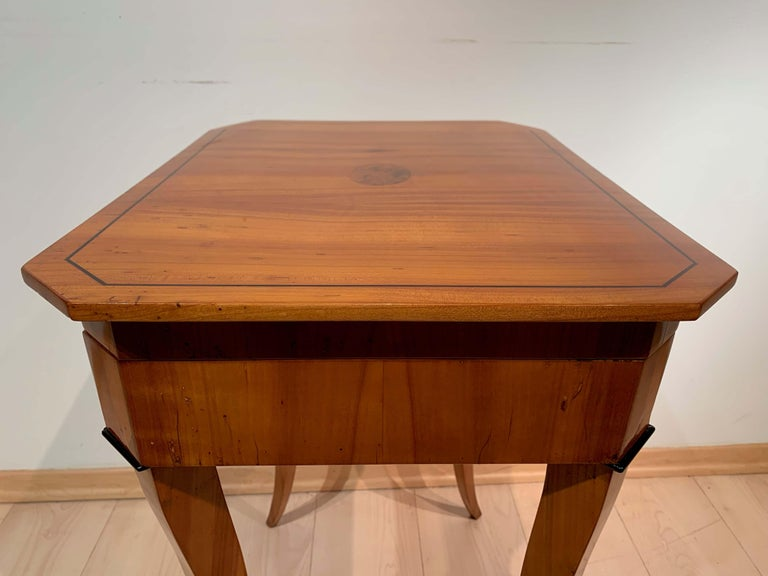 Biedermeier Sewing Table, Cherry Veneer, Interior, South Germany, circa 1825 For Sale 2