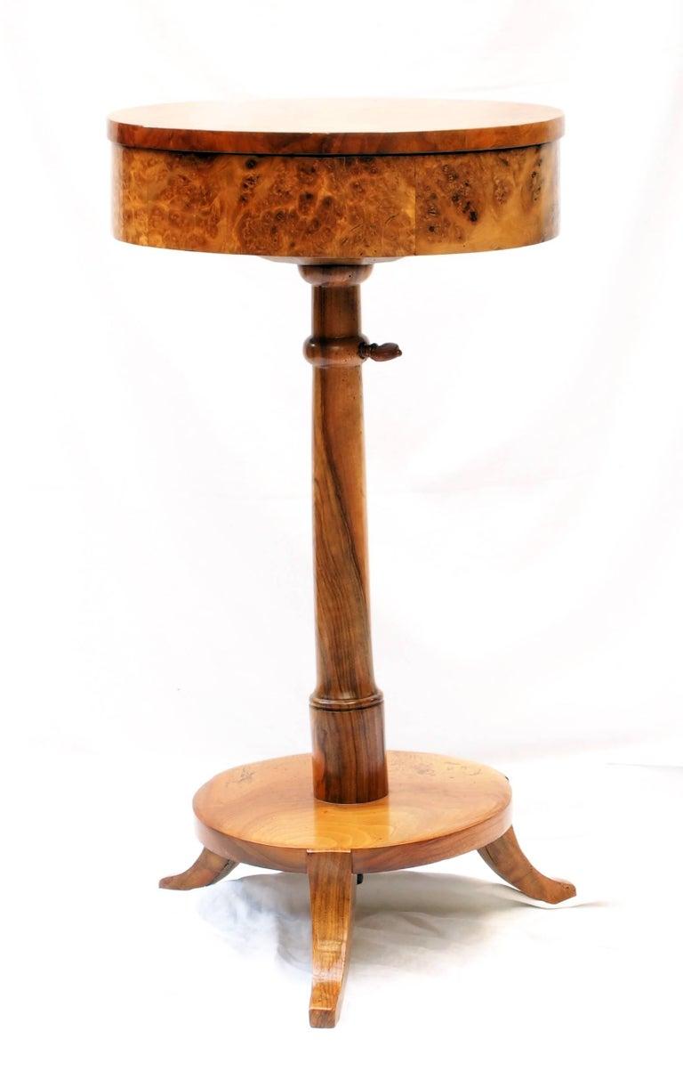 Polished Biedermeier Sewing Table Made of Walnut Wood For Sale