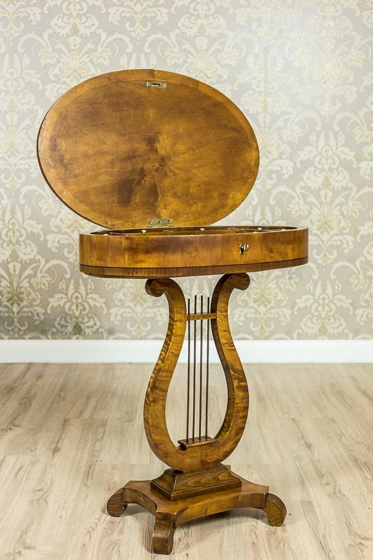 Biedermeier Sewing Table Veneered with Birch In Good Condition For Sale In Opole, PL