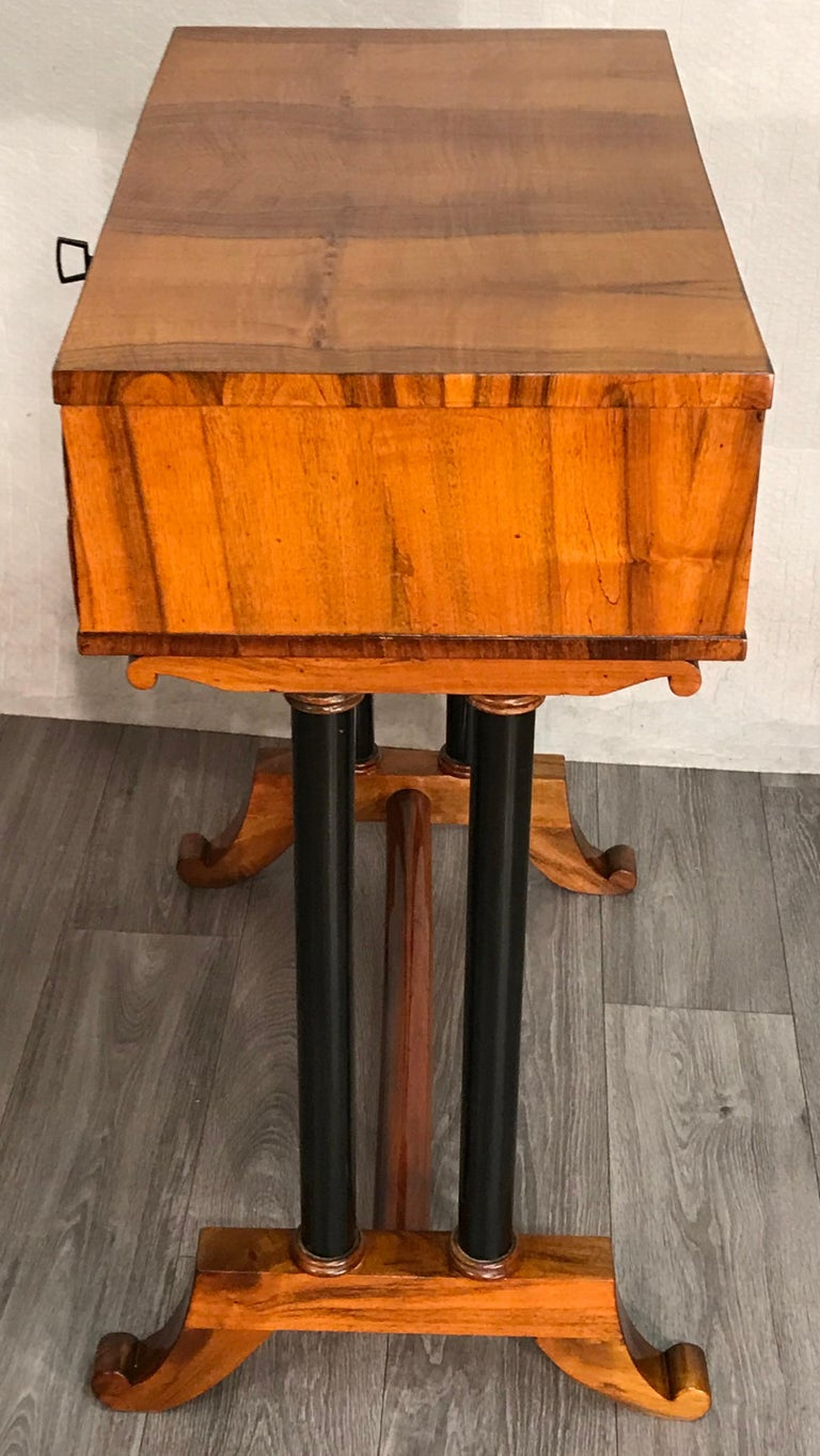 Biedermeier Side- or Sewing Table, South German, 1815 In Good Condition For Sale In Belmont, MA