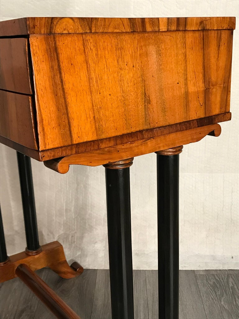 Biedermeier Side- or Sewing Table, South German, 1815 For Sale 1