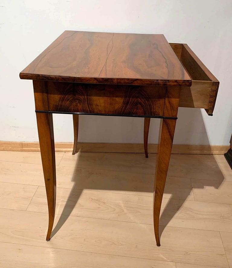 Biedermeier Side Table with Drawer, Walnut Veneer, South Germany, circa 1820 For Sale 6