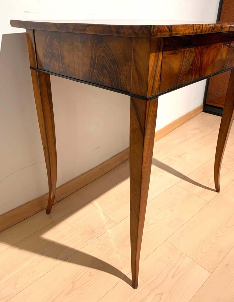 Early 19th Century Biedermeier Side Table with Drawer, Walnut Veneer, South Germany, circa 1820 For Sale