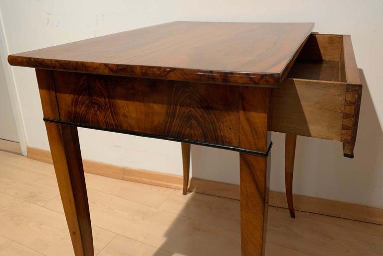 Biedermeier Side Table with Drawer, Walnut Veneer, South Germany, circa 1820 For Sale 1