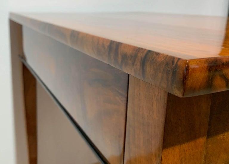 Biedermeier Side Table with Drawer, Walnut Veneer, South Germany, circa 1820 For Sale 3