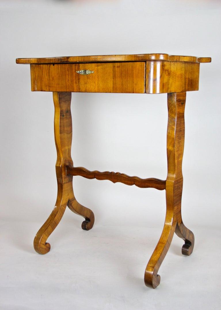 Biedermeier Side Table with One-Drawer Nut Wood, Austria, circa 1850 4