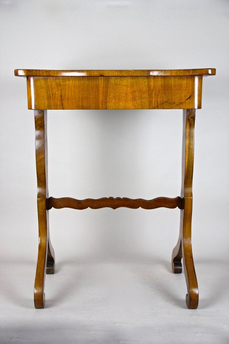 Biedermeier Side Table with One-Drawer Nut Wood, Austria, circa 1850 1