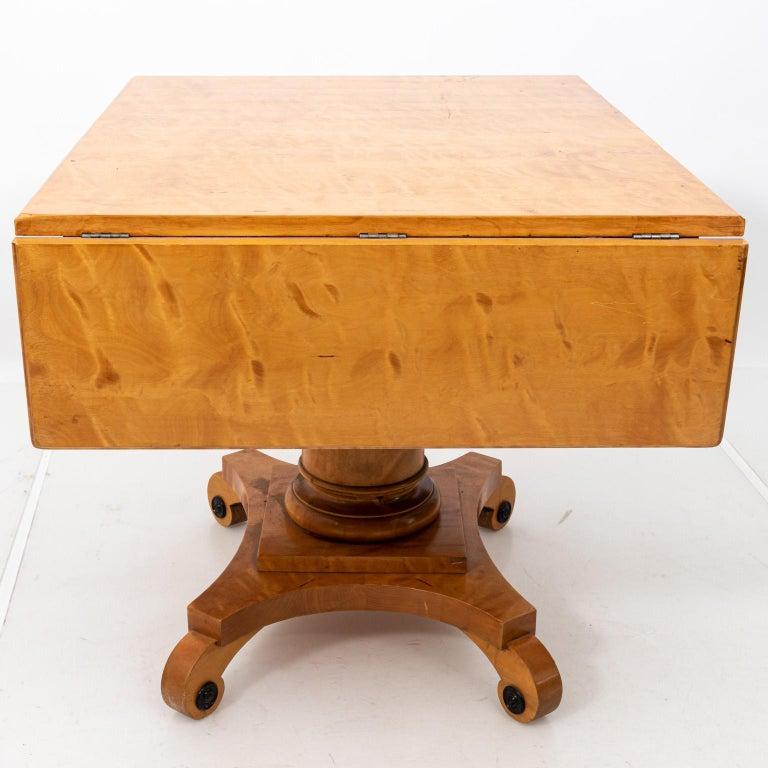 Biedermeier Style Drop-Leaf Pedestal Table For Sale 6