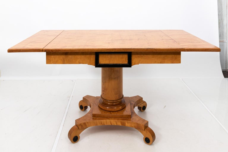 Biedermeier Style Drop-Leaf Pedestal Table In Good Condition For Sale In Stamford, CT