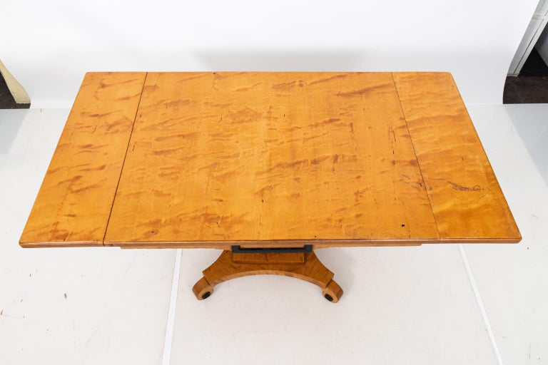 Biedermeier Style Drop-Leaf Pedestal Table For Sale 3