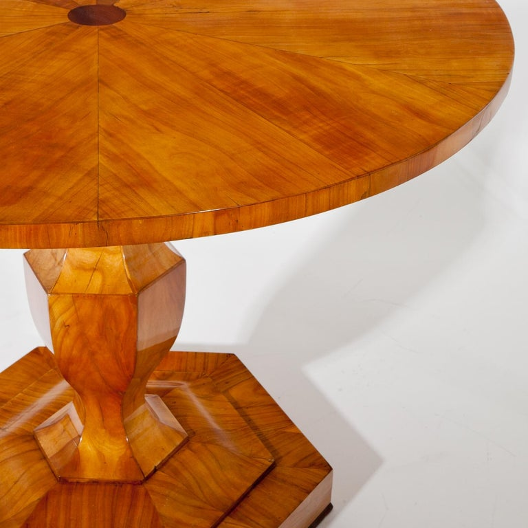 Salon table, standing on a hexagonal base with vase-shaped foot and a round tabletop.
