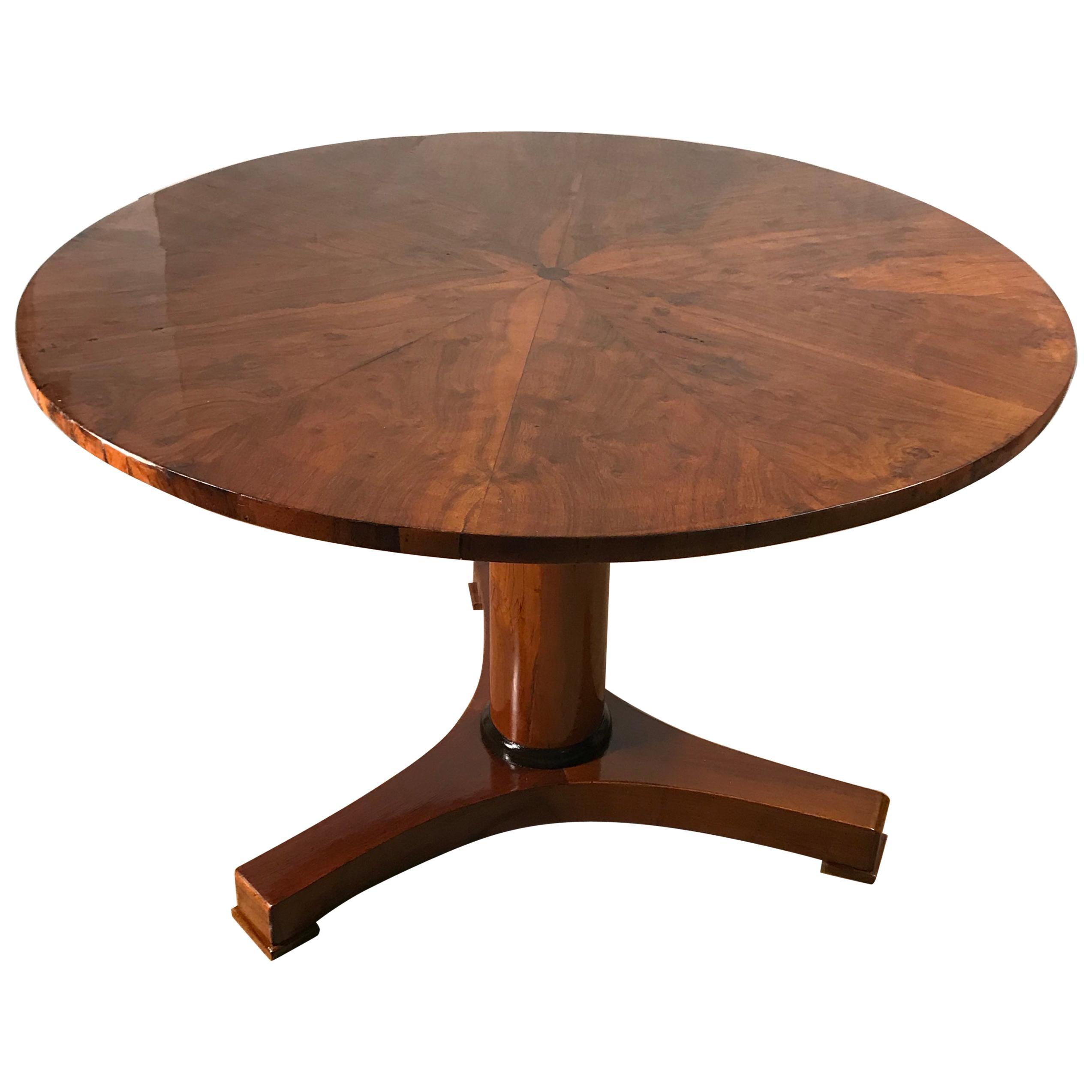 Biedermeier Table, Walnut Veneer, South German, 1820