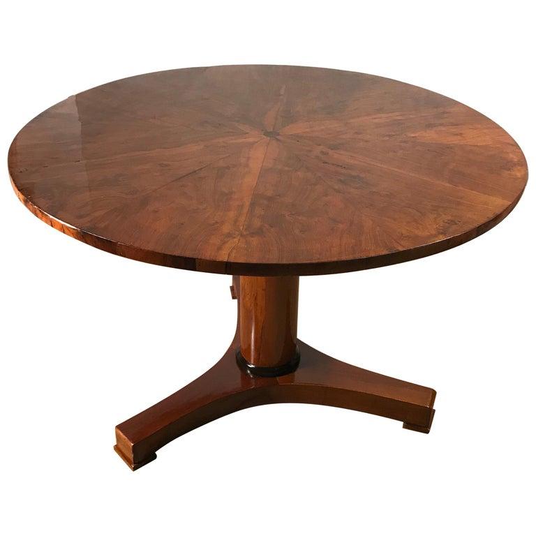 Biedermeier Table, Walnut Veneer, South German, 1820 For Sale