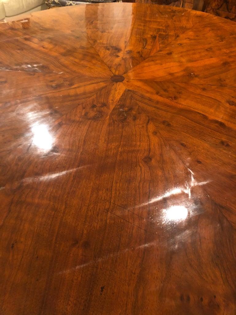Biedermeier Table, Walnut Veneer, South German, 1820 For Sale 1