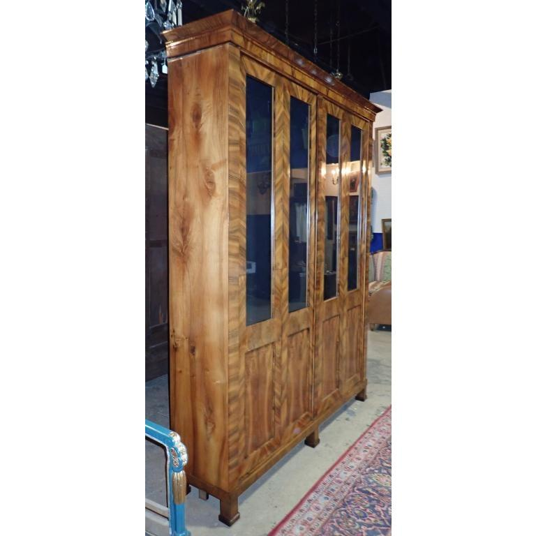 Biedermeier Walnut Bibliotheque 19th Century  In Good Condition For Sale In Norwood, NJ