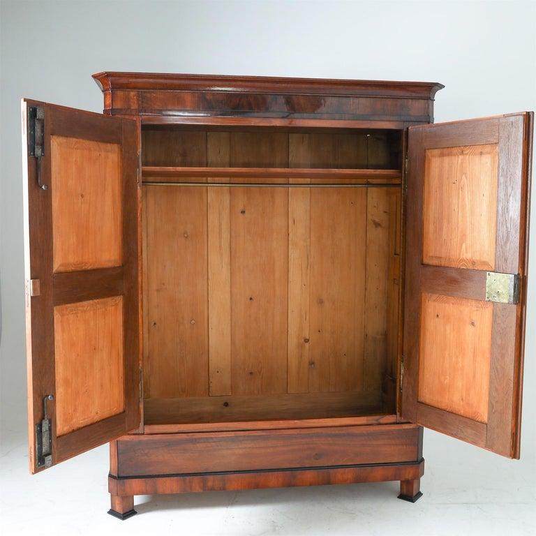 Biedermeier Walnut Cabinet, Early 19th Century 1