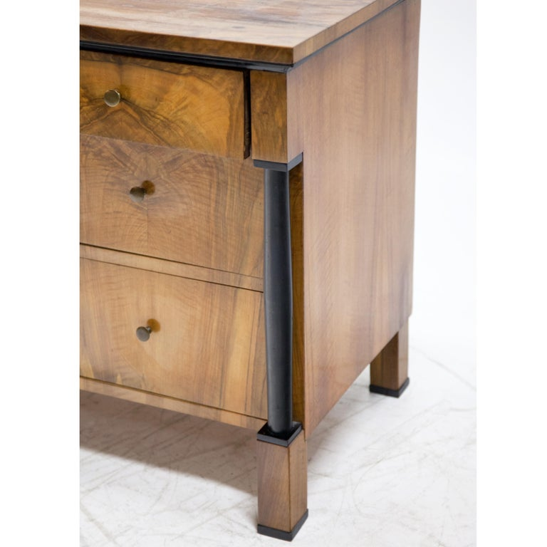 Biedermeier Walnut veneered Chest of Drawers, Germany / Franconia, circa 1820 For Sale 1